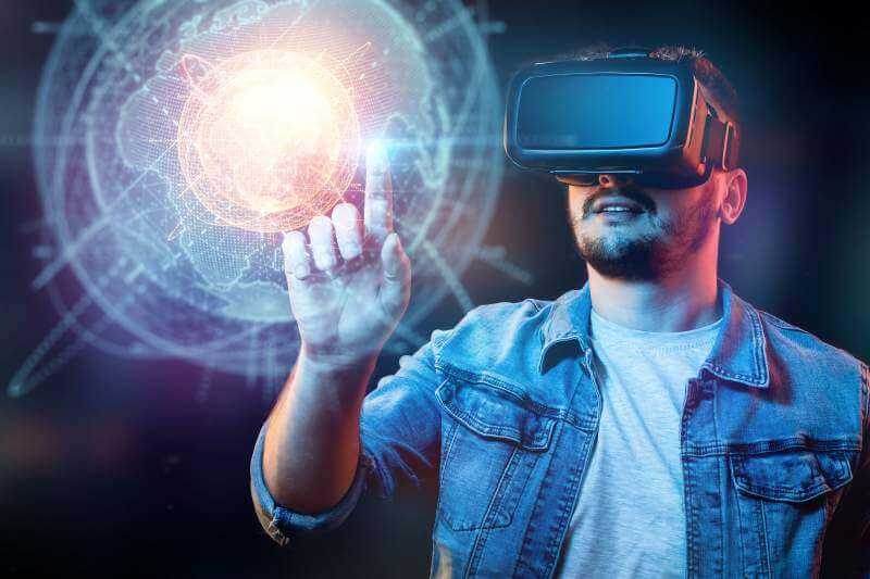 Businessman-man-with-vr-glasses.-sees-a-hologram-of-the-planet-earth