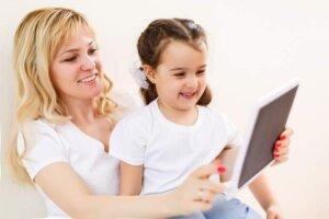 tablet-little-caucasian-child-kid