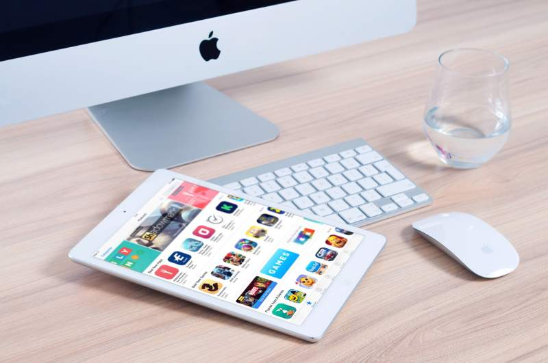 apple-office-internet-ipad